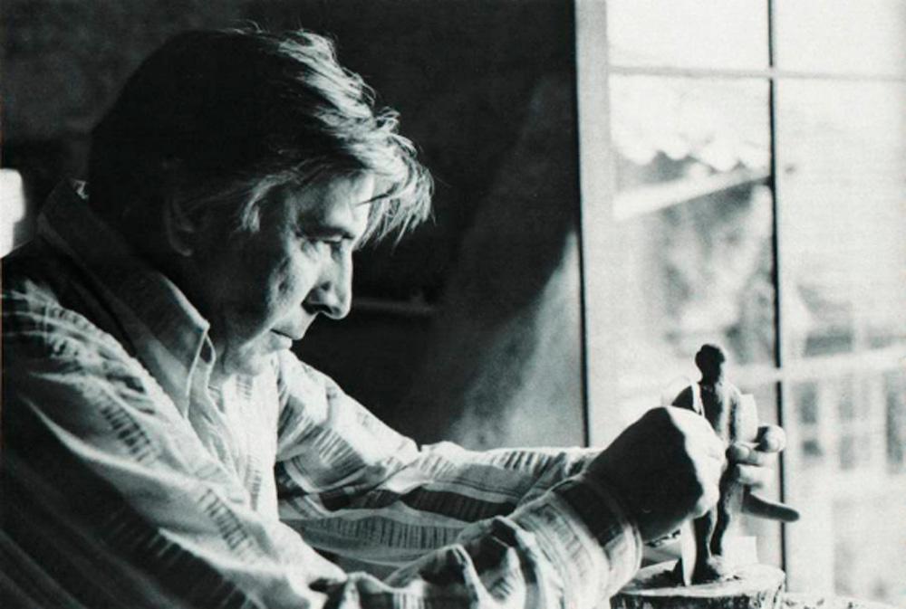 Oreste Dequel nel suo atelier